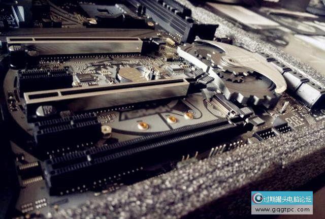 双显卡交火是什么意思?电脑组建双显卡交火性能提升多少?